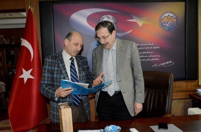 Ege Bölgesi Erzurum Dernekler Birliği Federasyonu Başkan Bulutlar'ı Ziyaret Etti
