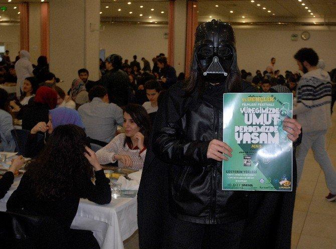 Üniversite Öğrencilerinden 'Darth Vader' Temalı Festival Duyurusu