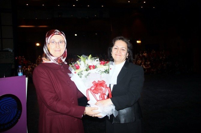 """""""Aile Ve Toplumda Kadının Önemi"""" Konferansı"""