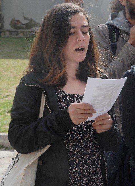 Komünist Gençlik Üyeleri, Polisin Müdahalesini Protesto Etti