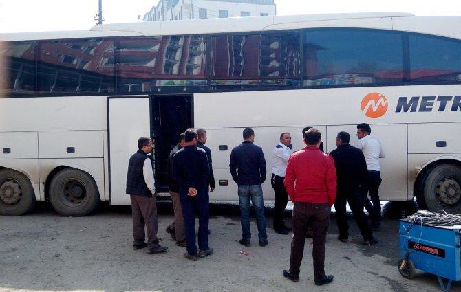 Halk, Yüksekova'dan çevre il ve ilçelere gidiyor