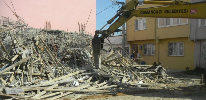 Bursa'da kaçak inşaatlar yıkıldı
