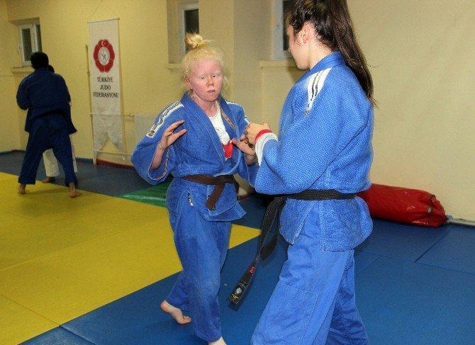 16 Yaşında Görme Engelli Judocu Engel Tanımıyor