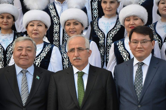 Kazak Halk Müziği Orkestrası'ndan Vali Tuna'ya Ziyaret Ve Mini Konser