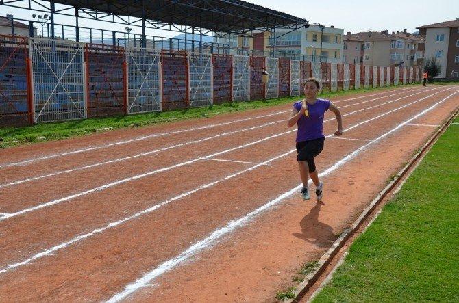 Bilecik'te Puanlı Atletizm İl Birinciliği Koşuları Düzenlendi