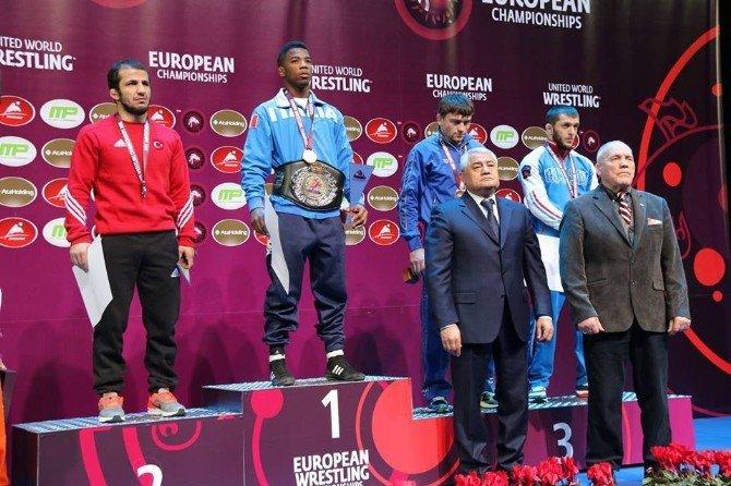 Mustafa Kaya'dan Gümüş Madalya