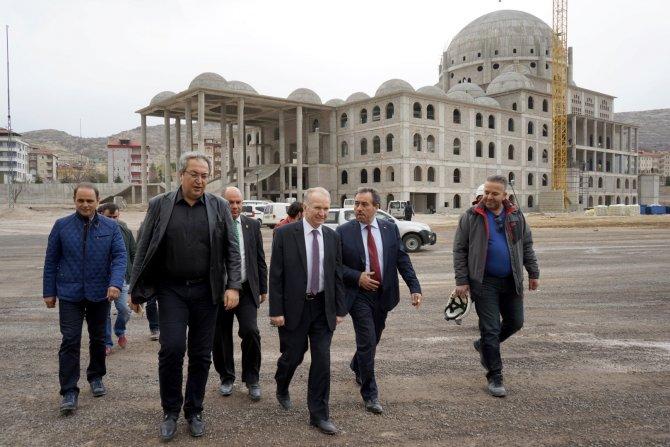 Vali ve Belediye Başkanı Nevşehir Külliyesi'ni gezdi