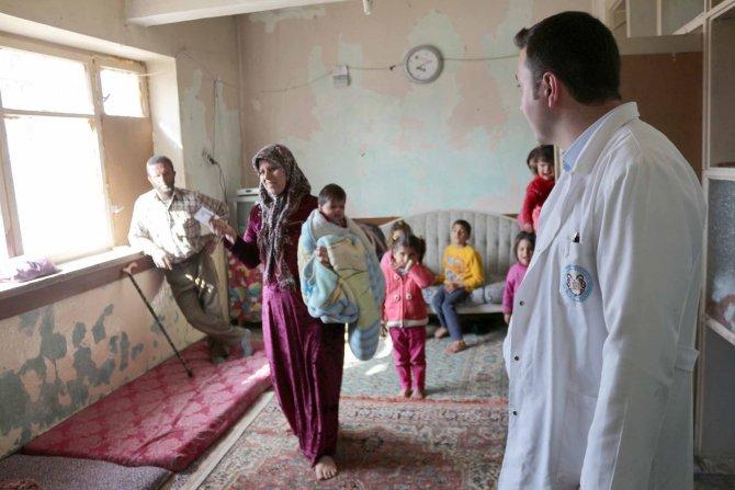 Suriyeli sığınmacılar sağlık taramasından geçirildi