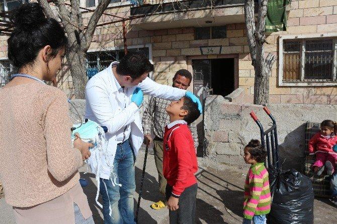 Suriye'li Sığınmacılar Sağlık Taramasından Geçirildi