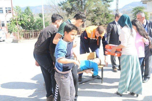 Kozcağız'da Öğrenciler Deprem Tatbikatı Yaptı