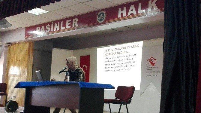 Pasinler'de Ailelere Eğitim Programı Düzenledi