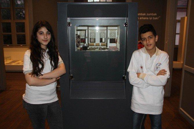 Gönüllü Küçük Rehberler Arkadaşlarına Müzeyi Gezdirdi