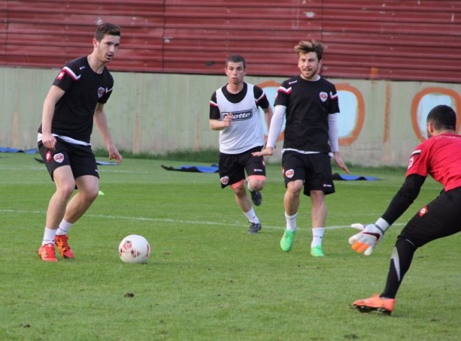 Lider Adanaspor, Altınordu maçına 3 puan parolasıyla hazırlanıyor