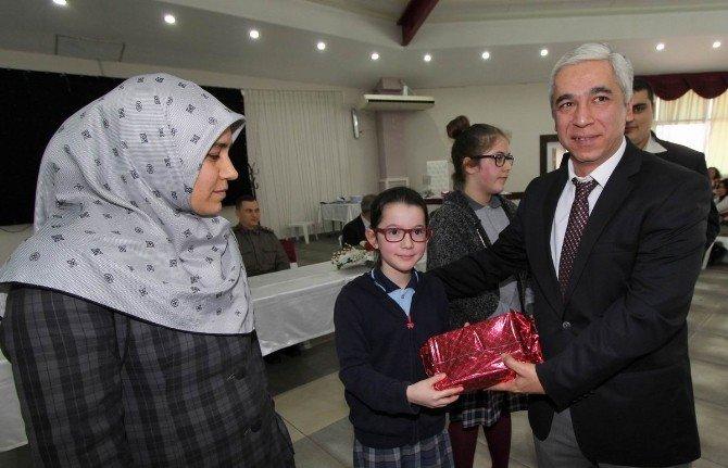 Saruhanlı'da En Çok Kitap Okuyan Öğrenci Ve Veliler Ödüllendirildi