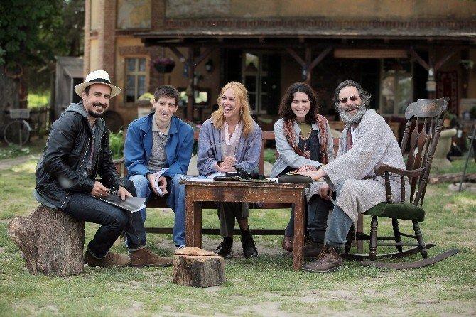 'Annemin Yarası' Başrol Oyuncularıyla İzmir'e Geliyor