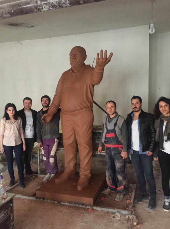 Sanatçı Musa Eroğlu'nun heykeli dikilecek