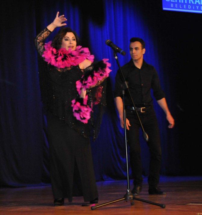 Nilgün Belgün'le Aşk ve Komedi gösterisi seyircilerden tam not aldı