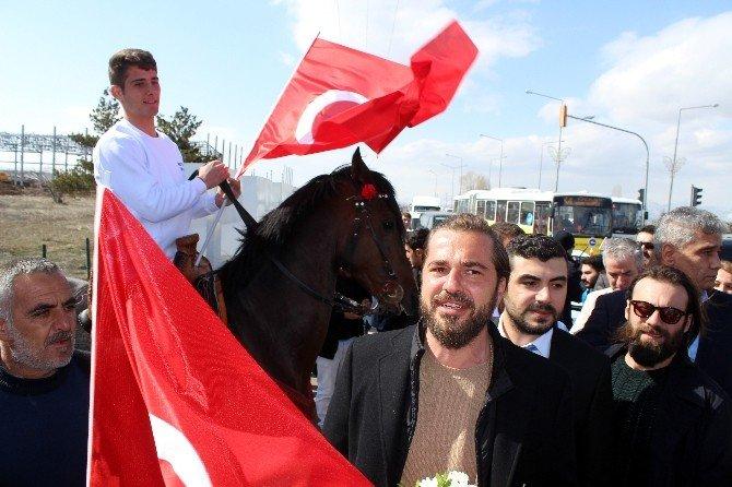 Diriliş Ertuğrul Ekibine Erzurum'da Sevgi Seli