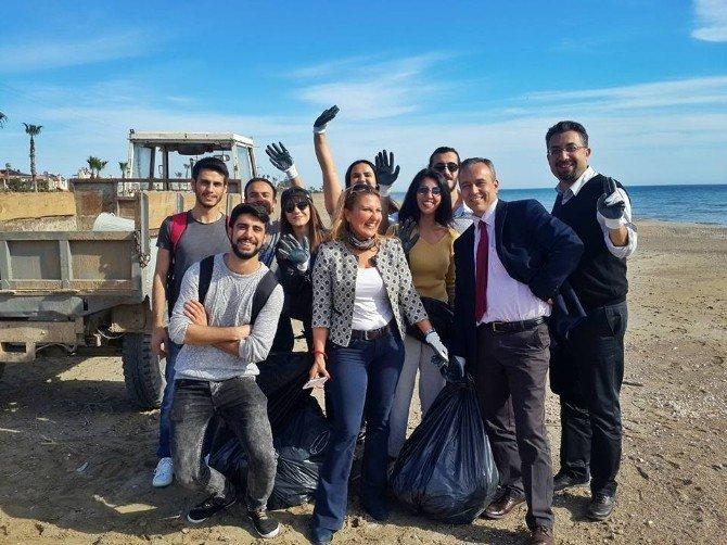 Yüksekokul Öğrencileri Silifke'de Temizlik Yapıp Sokak Havyanlarını Beslediler
