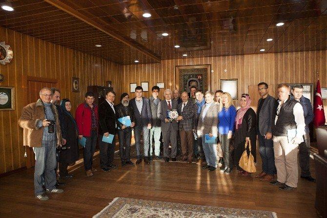 Ege Bölgesi Erzurum Dernekler Birliği Federasyonu Rektör Koçak'ı Ziyaret Etti