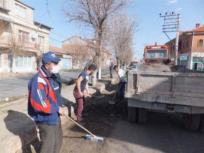 Acıgöl Belediyesi İnallı Köyünde Temizlik Çalışmaları Yaptı