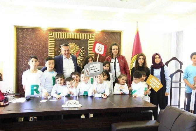 Anaokulu Öğrencilerinden Başkan Tutal'a Ziyaret
