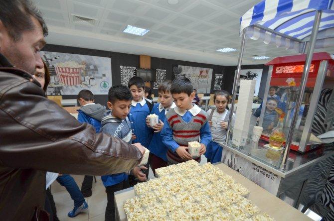 Pursaklar belediyesi vatandaşları sinemayı sevdirdi