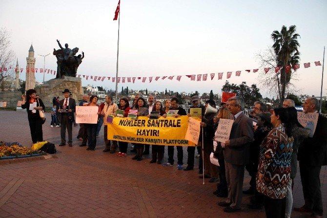 Antalya'da Çevrecilerden Nükleer Karşıtı Eylem