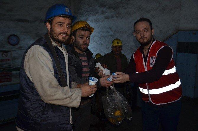 """BEÜ'lü Öğrencilerden """"Soğuk Madene, Sıcak Karşılama"""" Etkinliği"""