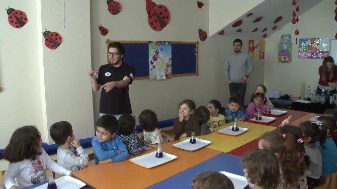 Beyoğlu'ndaki Çocuklar Bilimle Yetişiyor