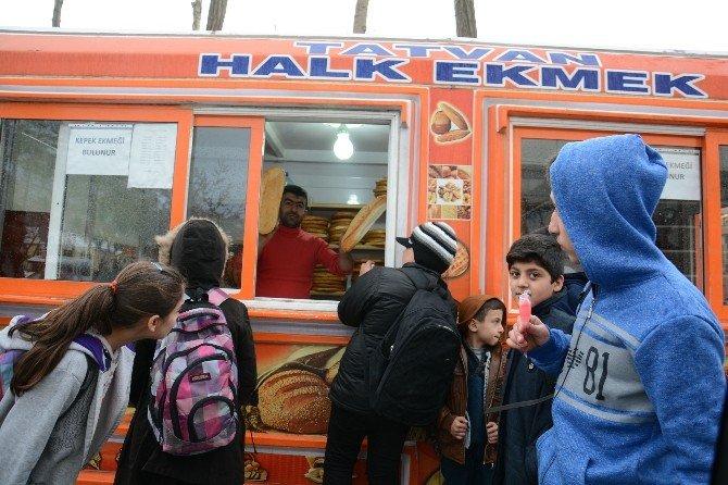 Tatvan Belediyesi Tarafından Her Ay 90 Bin Ekmek Dağıtılıyor