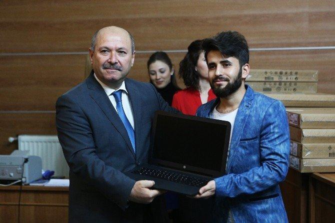 Bolu Belediyesi 7 Yılda 5 Bin 500 Öğrenciye Laptop Hediye Etti