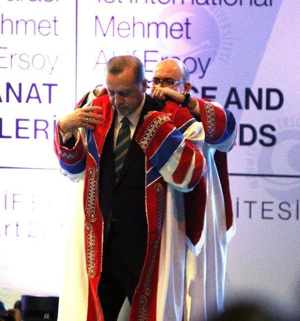 Cumhurbaşkanı Erdoğan'a MAKÜ'den Fahri Doktora Payesi