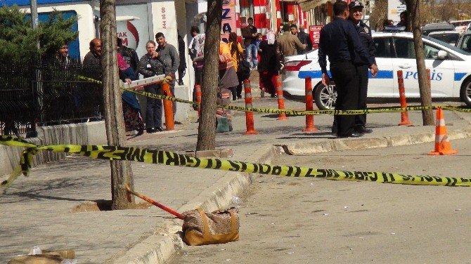 Acil Servis Önünde Unutulan Çanta Bomba Paniğine Neden Oldu