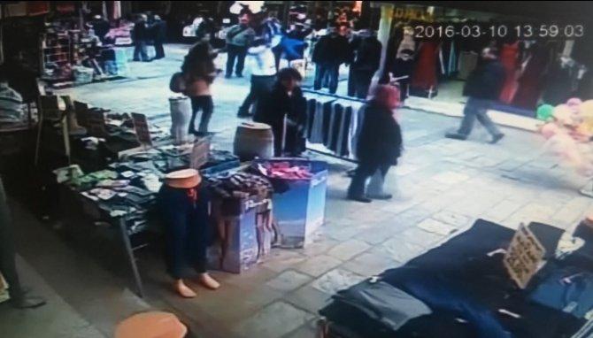 Suriyeli çocuğu havaya kaldırıp yere vurdu