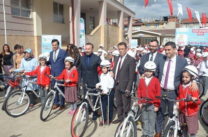 İzmit'te Öğrenci Ve Öğretmenlere 10 Bin Bisiklet Dağıtıldı