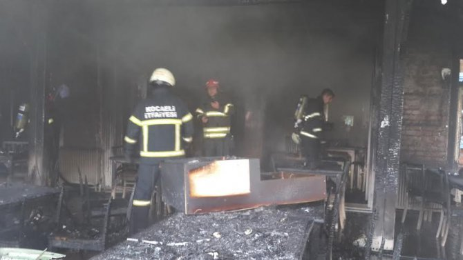 Balık lokantası çıkan yangında kül oldu