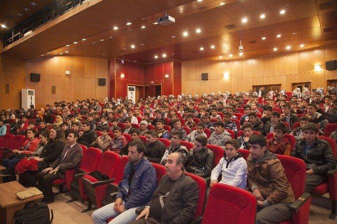 """Ahlat'ta """"Bağımsızlık Kahramanı Mehmet Akif"""" Konulu Sempozyum"""