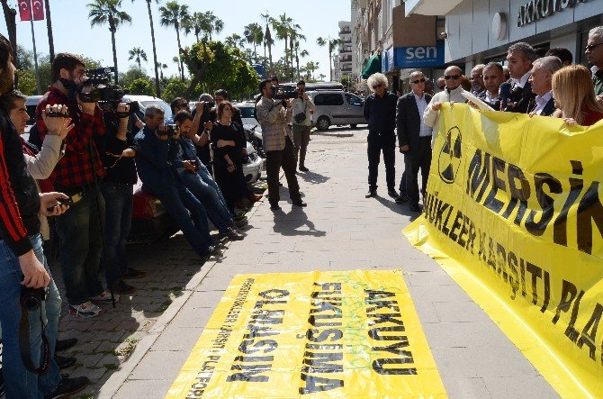 Mersin Nükleer Karşıtlarından 'Fukuşima' Eylemi