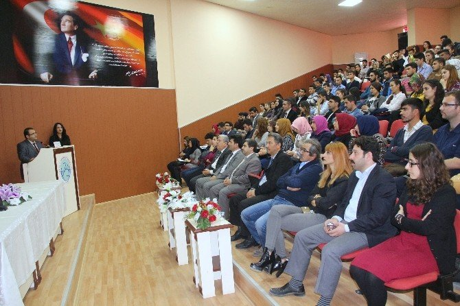 """""""Dava Adamı Olarak Mehmet Akif Ersoy"""" Konulu Konferansta Anıldı"""