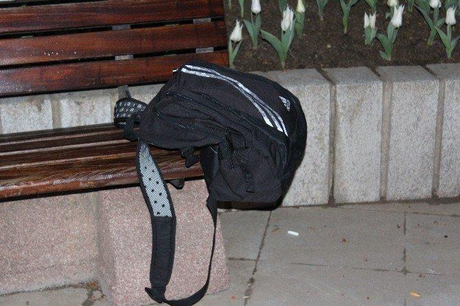 Bomba İhbarı Yapılan Çantadan Şort Çıktı