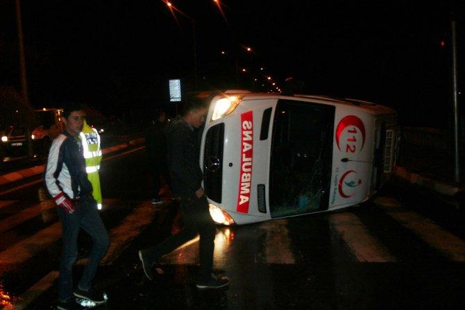 Hasta almaya giden ambulans ile cip çarpıştı, 3 sağlıkçı yaralandı