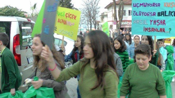 Öğrencilerden Çevreye Duyarlılık Yürüyüşü