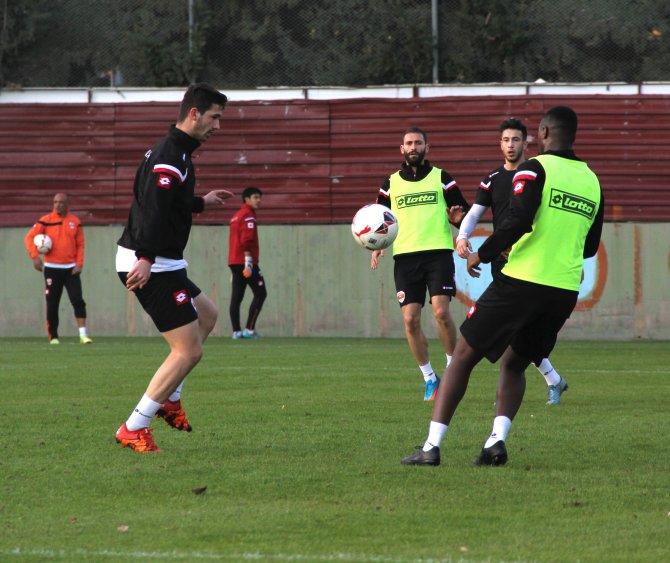 Lider Adanaspor, İzmir'deki Altınordu maçına galibiyet parolasıyla hazırlanıyor