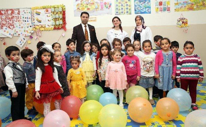Şehitkamilli Minikler İstiklal Marşı'nın Kabulünü Kutladı