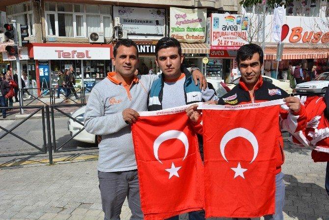 Şehzadeler Manisa'yı Bayrakla Donattı