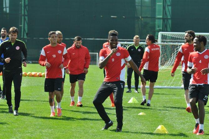 Antalyaspor Teknik Direktörü ve Eto'o Bursa maçının önemine değindi