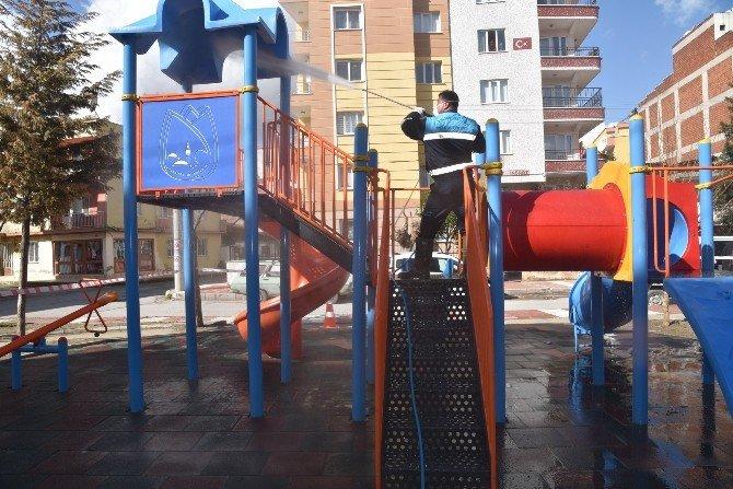 Yunusemre'nin Parkları Temizleniyor