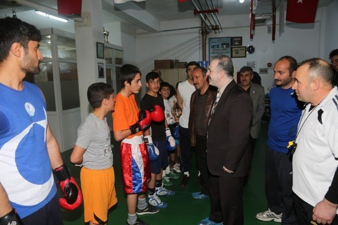 Tuşba Belediyesi Sporcularından Büyük Başarı