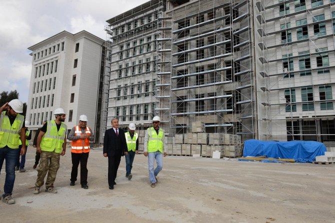 Vali Büyük, yeni adliye sarayı inşaatında incelemelerde bulundu